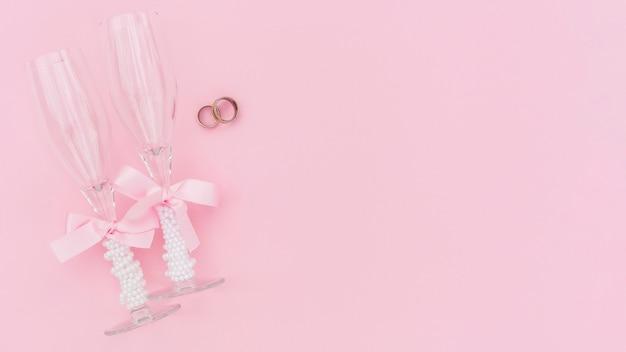 Champagne-gläser mit exemplarplatz