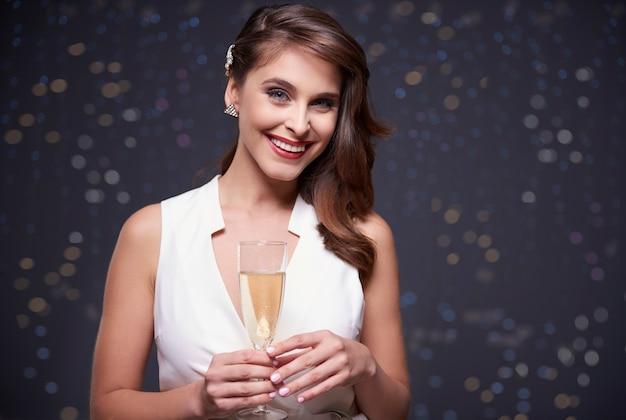 Champagner zur feier des besonderen ereignisses