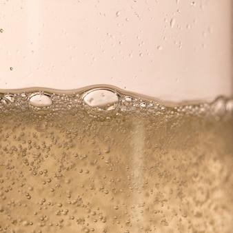 Champagnerblasen funkeln zum jubiläum des neuen jahres