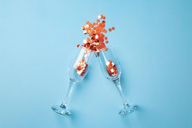 Champagnerglas mit konfetti