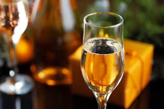 Champagnerglas mit wein hautnah
