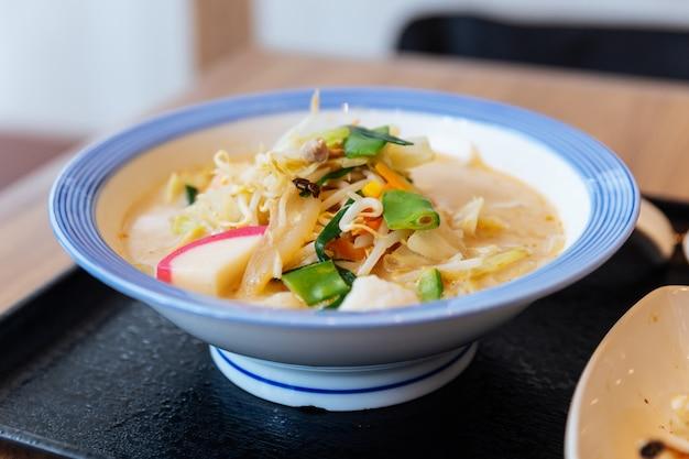 Champon ramen (ein nudelgericht, das eine regionale küche von nagasaki, japan ist).