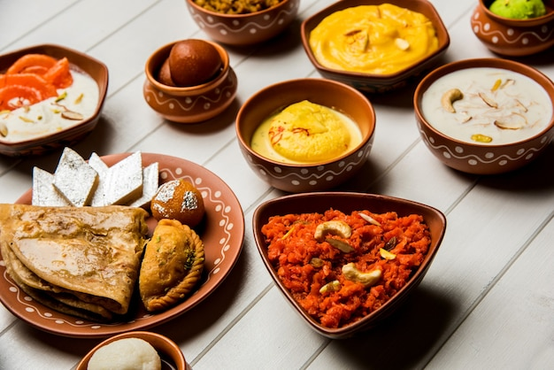 Chana dal bhabra oder babra serviert mit tomatenketchup, beliebtes essen aus bihar oder bhojpur in indien