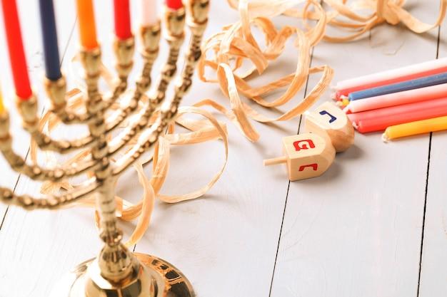 Chanukka-dekoration mit kerzen