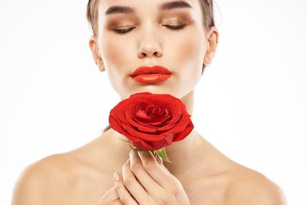 Charmantes brünettes mädchen mit make-up