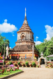 Chedi im wat lok molee tempel in chiang mai, thailand