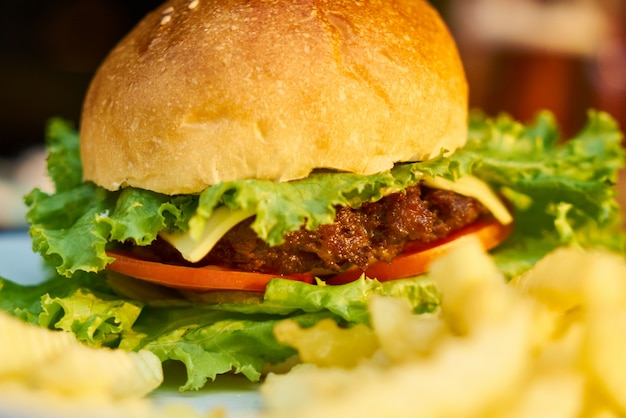 Cheeseburger brötchen salat rindfleisch mahlzeit