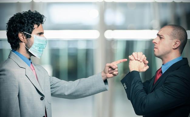 Chef entlässt einen mitarbeiter, der keine maske hat