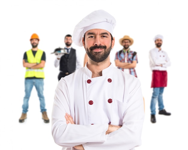 Chef mit seinen armen über weißem hintergrund gekreuzt