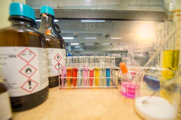 Chemikalien und ausrüstung