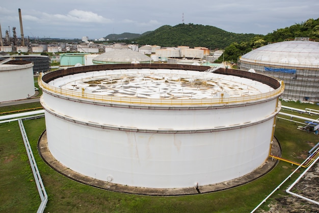 Chemische industrie mit schwimmendem dach des kraftstofflagertanks.