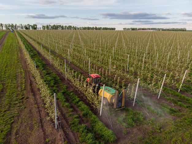 Chemische verarbeitung apfelgarten maschinen sprühgerät traktor blüte industrie