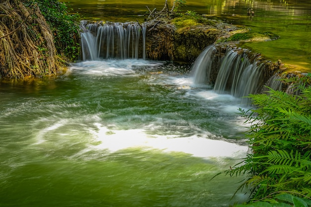Chet sao noi-wasserfall in nationalpark khao yai, saraburi-provinz, thailand.