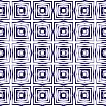 Chevron-streifen-design. lila symmetrischer kaleidoskophintergrund. geometrisches chevron-streifenmuster. textilfertiger feindruck, bademodenstoff, tapete, umhüllung.