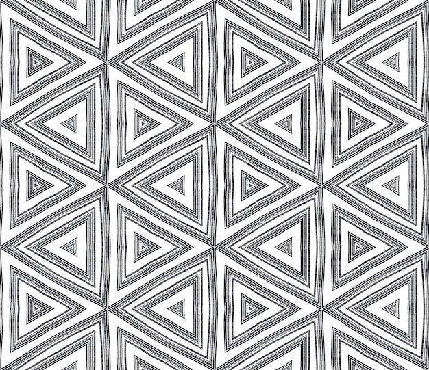 Chevron-streifen-design. schwarzer symmetrischer kaleidoskophintergrund. geometrisches chevron-streifenmuster. textilfertiger bemerkenswerter druck, bademodenstoff, tapete, verpackung.