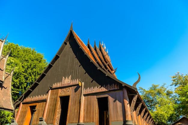 Chiang rai, thailand - 23. november 2016: das schwarze haus, das als ban dam oder baandam museum bekannt ist