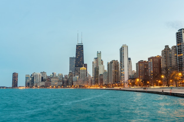 Chicago in der abenddämmerung