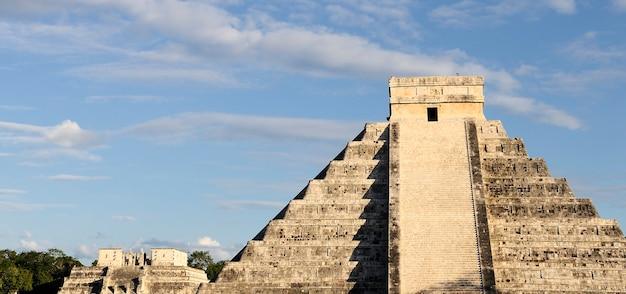 Chichen itza gefiederte schlangenpyramide, mexiko