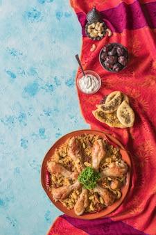 Chicken makbous al-thahera, traditionelles essen im arabischen raum.