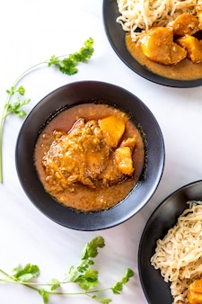 Chicken massaman curry paste mit nudeln