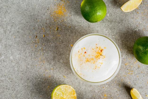 Chilenischer traditioneller likör pisco sour