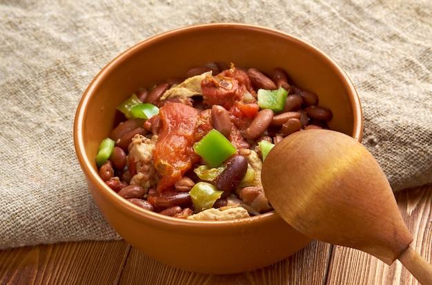 Chili con carne würziger eintopf mit chilischotenfleisch