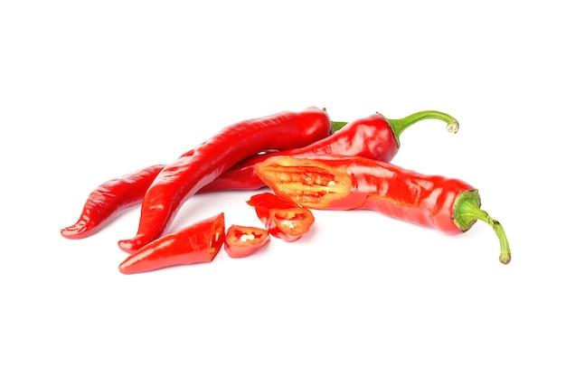 Chili-pfeffer isoliert auf weißem hintergrund. scharfe rote paprika