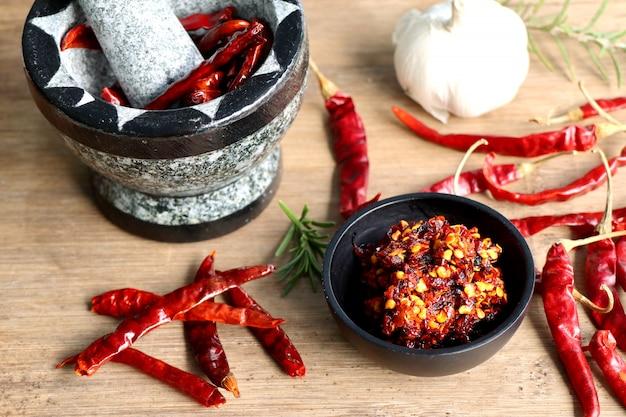 Chilipaste mit knoblauch