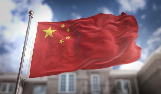 China-flagge 3d-rendering auf blauem himmel gebäude hintergrund
