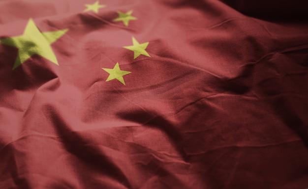 China-flagge zerknittert nah oben