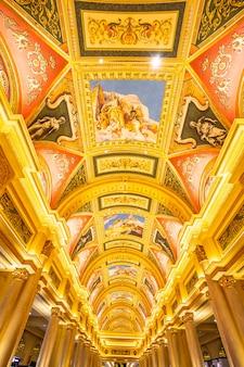China, macao - 10. september 2018 - luxushotelrücksortierung und -kasinospiel in venetianischem landmar