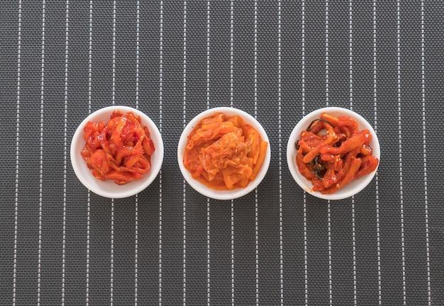 Chinakohl, tintenfisch und rettich kimchi
