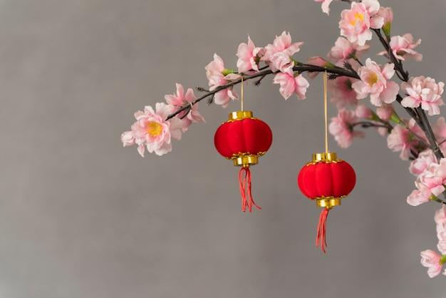 Chinesische dekoration des neuen jahres mit blumen