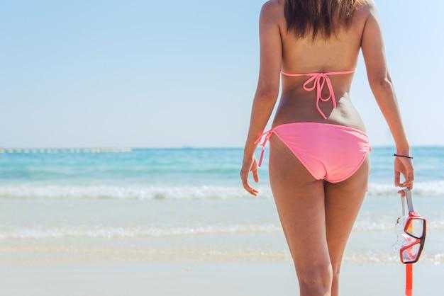 Chinesische flossen bikini suntan frau
