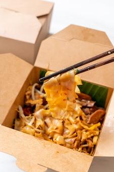 Chinesische gedämpfte reisnudeln - asiatische küche