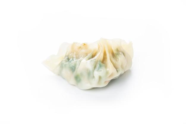 Chinesische gemüsemehlklöße auf weiß