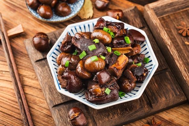 Chinesische küche geschmorte kastanienhaxe