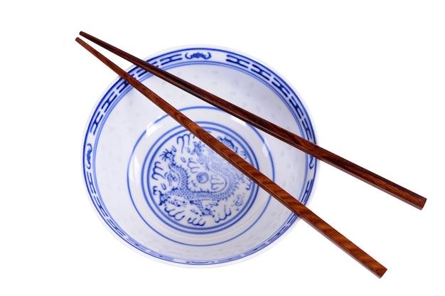 Chinesische reisschale mit stäbchen