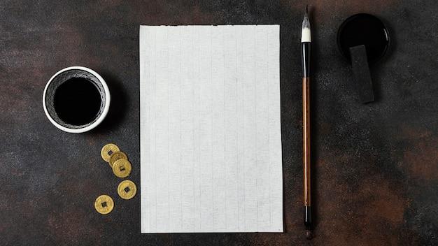 Chinesische tinte mit leerer kartenanordnung