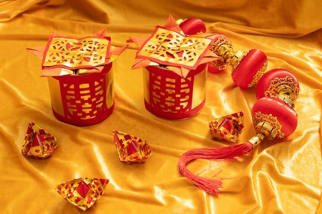 Chinesische trauerfeierverzierung für tote leute mit goldenem silberpapier