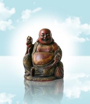 Chinesischer buddha auf blauem traumhimmel