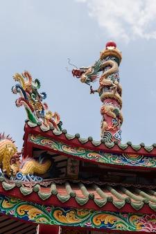 Chinesischer drache im schrein