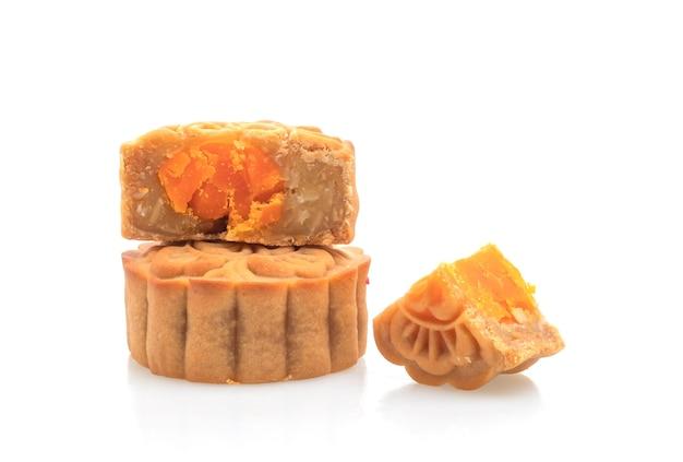 Chinesischer mondkuchen-durian und eigelbgeschmack lokalisiert auf weißem hintergrund