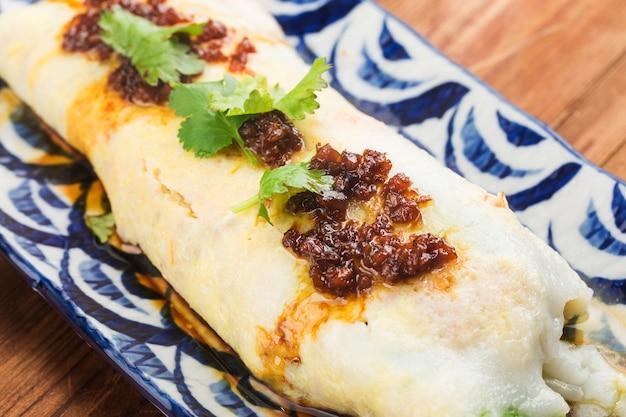 Chinesisches essen - die kantonesische gedämpfte fadennudelrolle