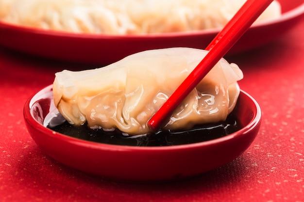 Chinesisches essen: knödel für traditionelle chinesische feiertage