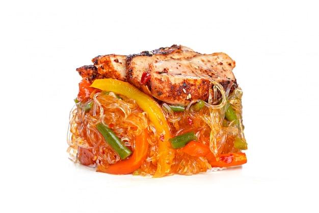Chinesisches fastfood aus dem wok.