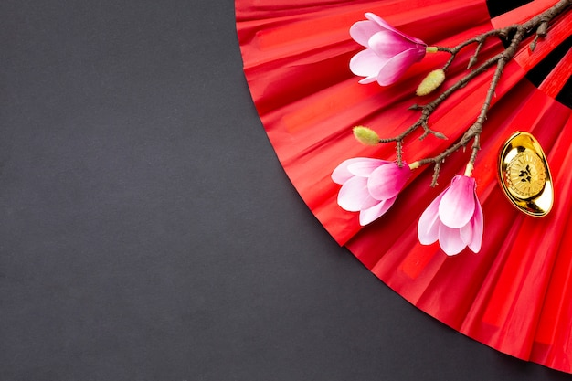 Chinesisches neues jahr der magnolie und des fans