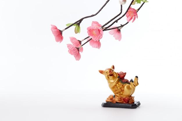 Chinesisches neujahr 2019 schwein mit kirschbaum