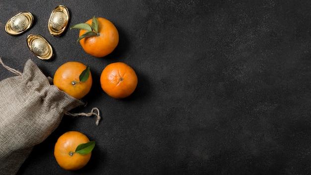 Chinesisches neujahr mit mandarinen