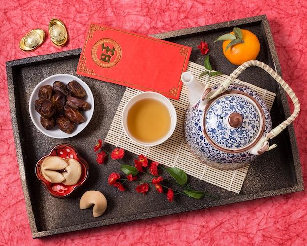 Chinesisches neujahrskonzept mit mandarine